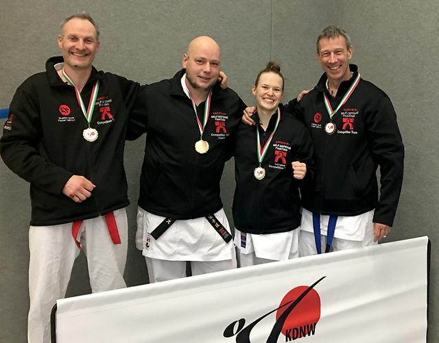Erfolgreiche Bezirksmeisterschaften Köln im Karate für Frechen